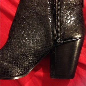Snakeskin Vince Camuto Booties Size 10
